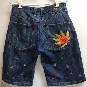 Victorious men's size 34 cannabis leaf 90s shorts